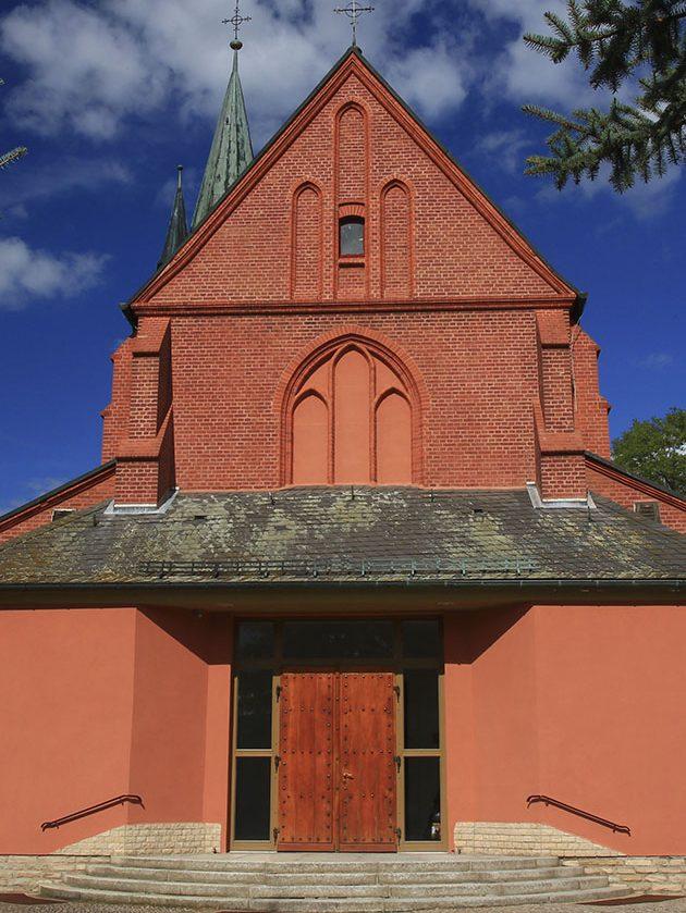 Westfassade der Herz-Jesu-Kirche in Sangerhausen. Foto: AW